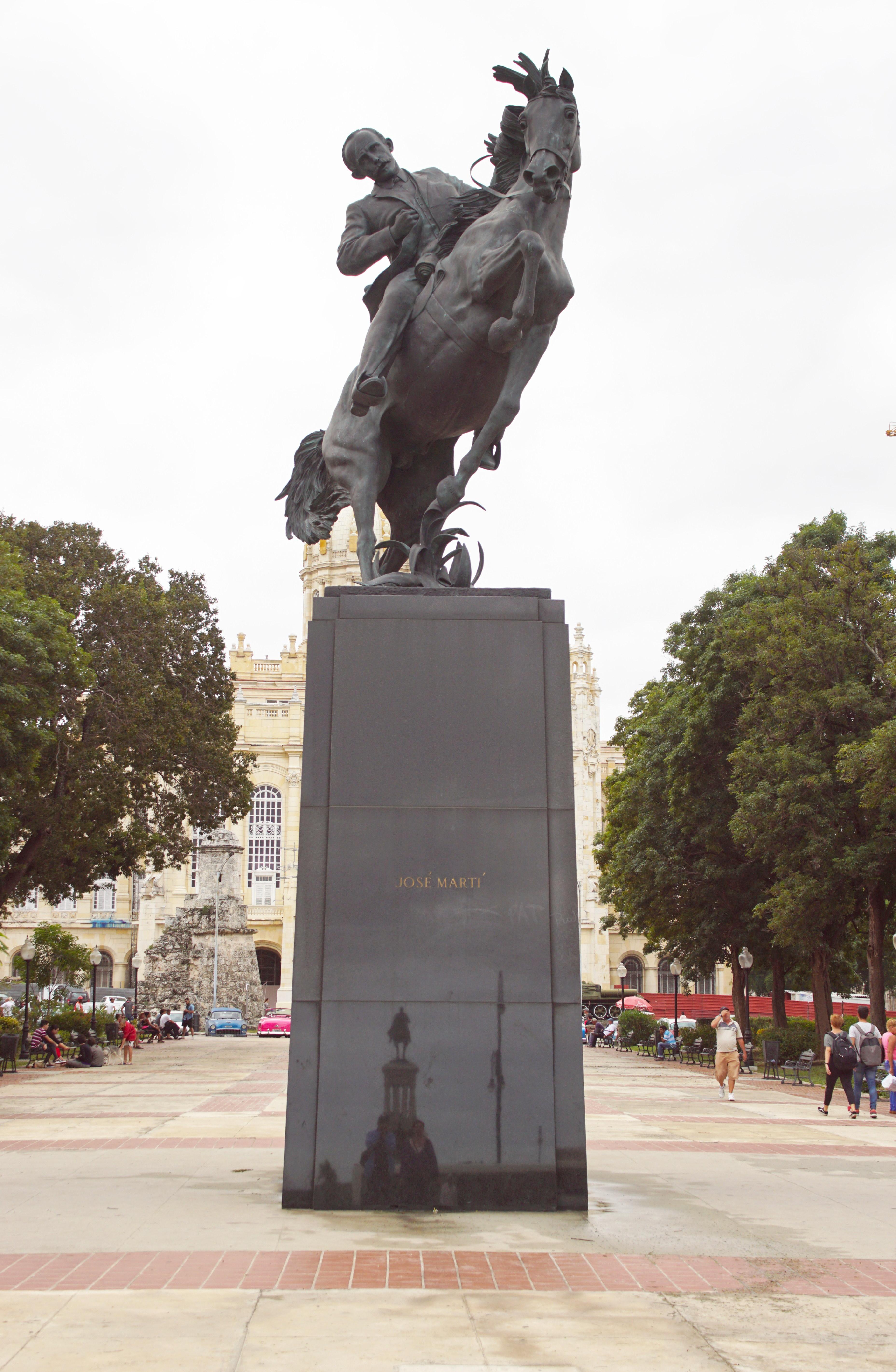 MonumentsGallery09