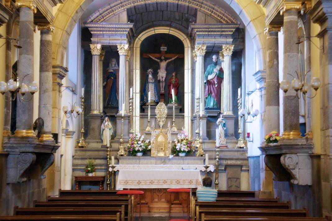 A worshipping station in a transept in the Catedral Basílica de la Inmaculada Concepción.