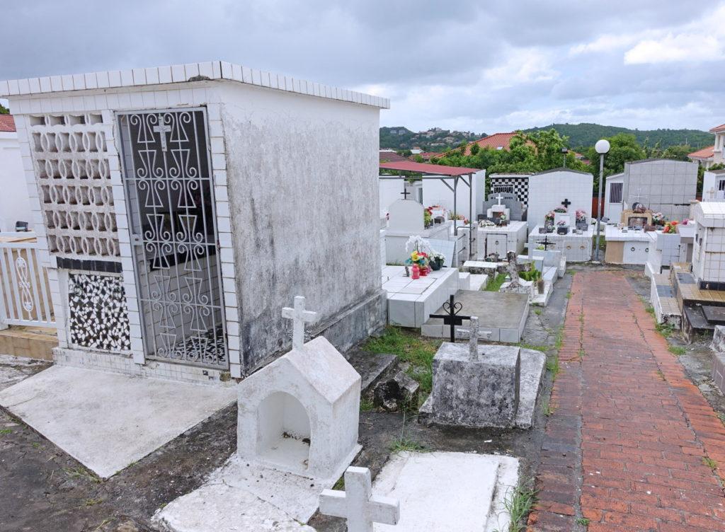 The cemetery adjoining Église Notre Dame de la Bonne Délivrance.