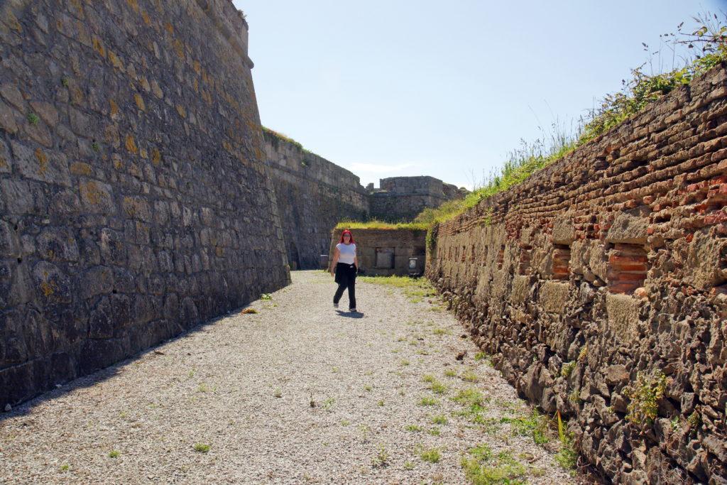 Forte de São Francisco do Queijo inner curtain wall.