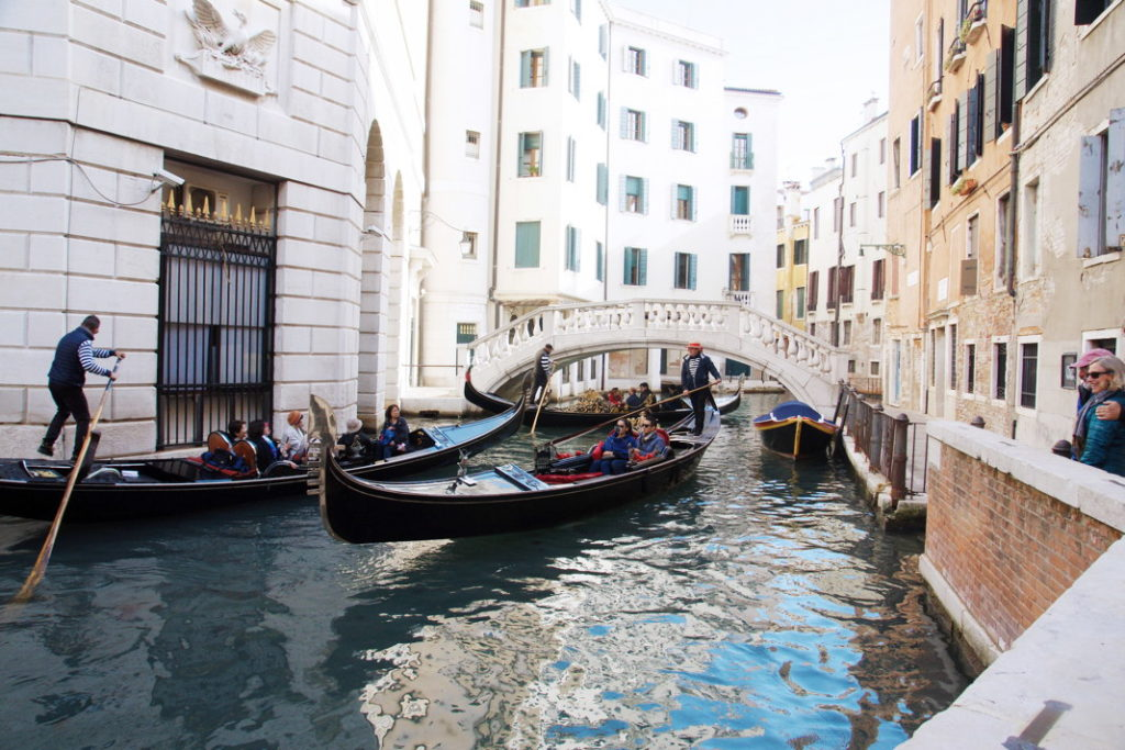 Even gondolas have to deal with cross-traffic.