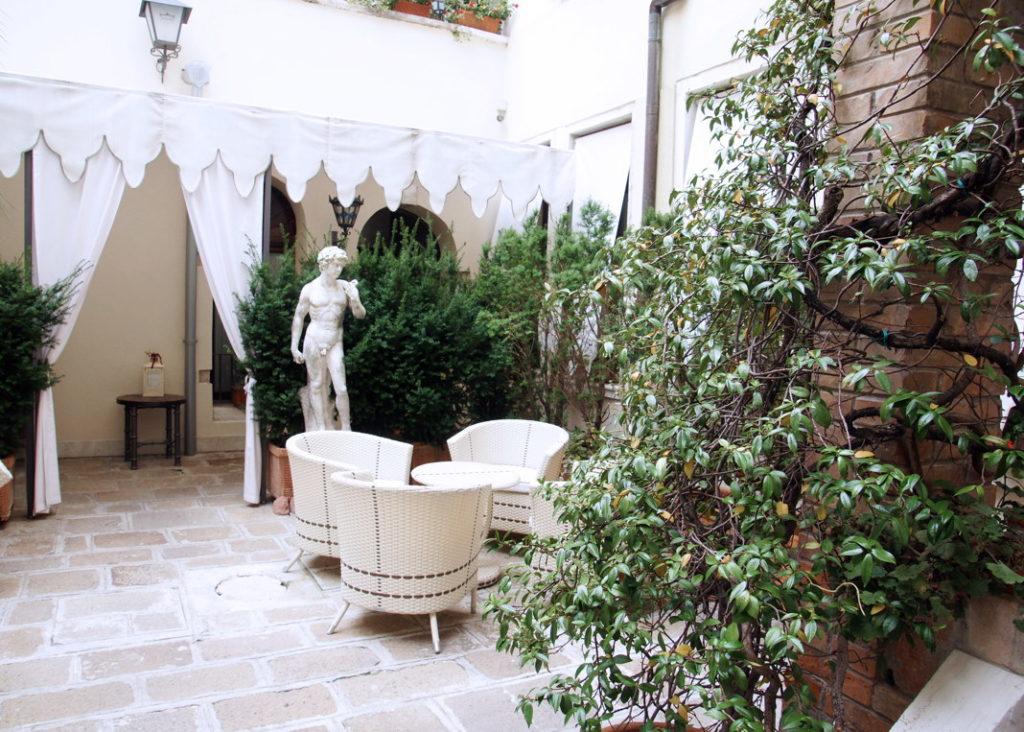 Palazzo Paruta lobby, featuring mini-David.