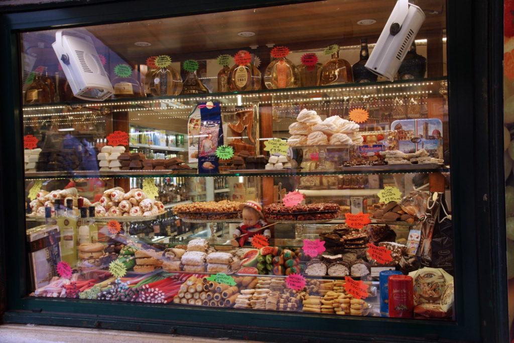 The Italians enjoy their sweets!