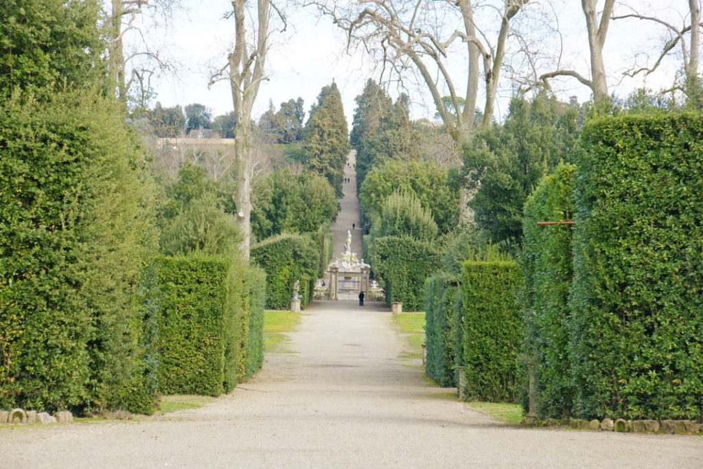 Path leading to the entrance of the Giardino di Boboli.