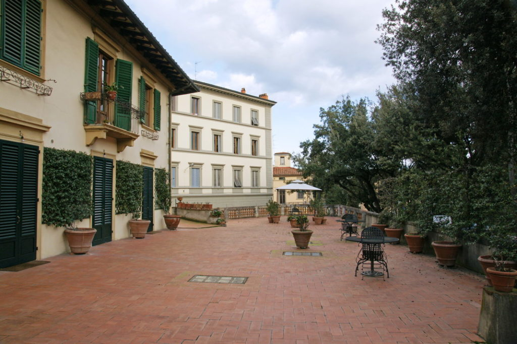 Piazzale di Porta Romana's courtyard.