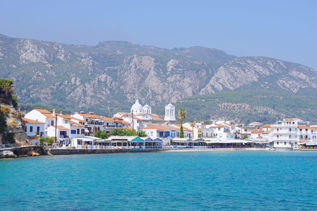 Saint Nikolaos church, the parish church of Samos, is the town's only landmark building.
