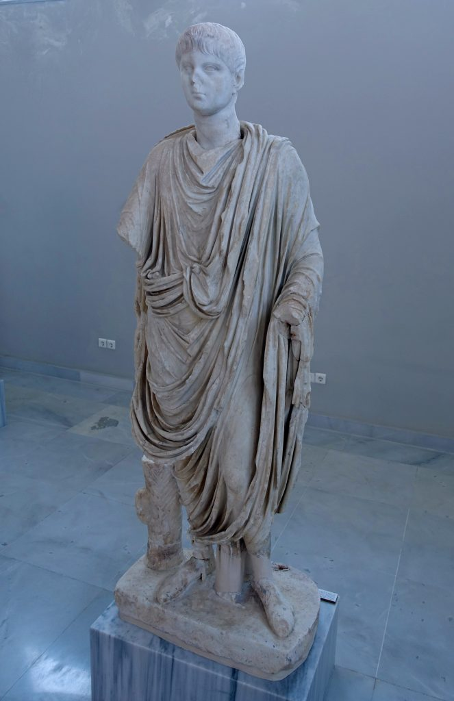 A statue of a Roman, once headless.