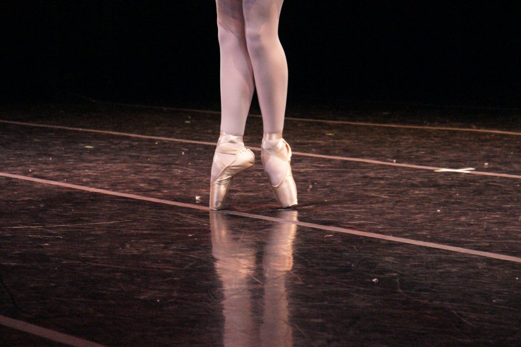 In ballet, it is polite to pointe.
