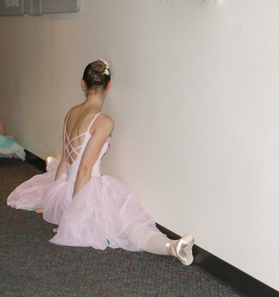 Just another stretchy ballet dancer being stretchy.