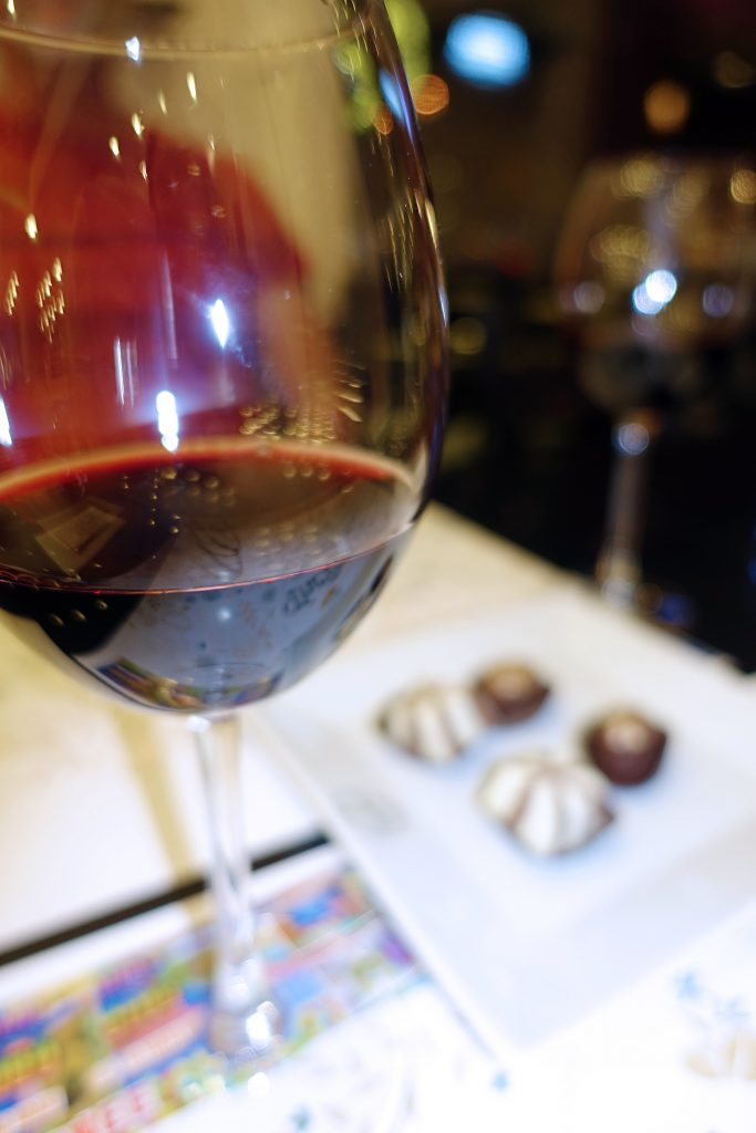 Red wine and chocolate: our favorite!