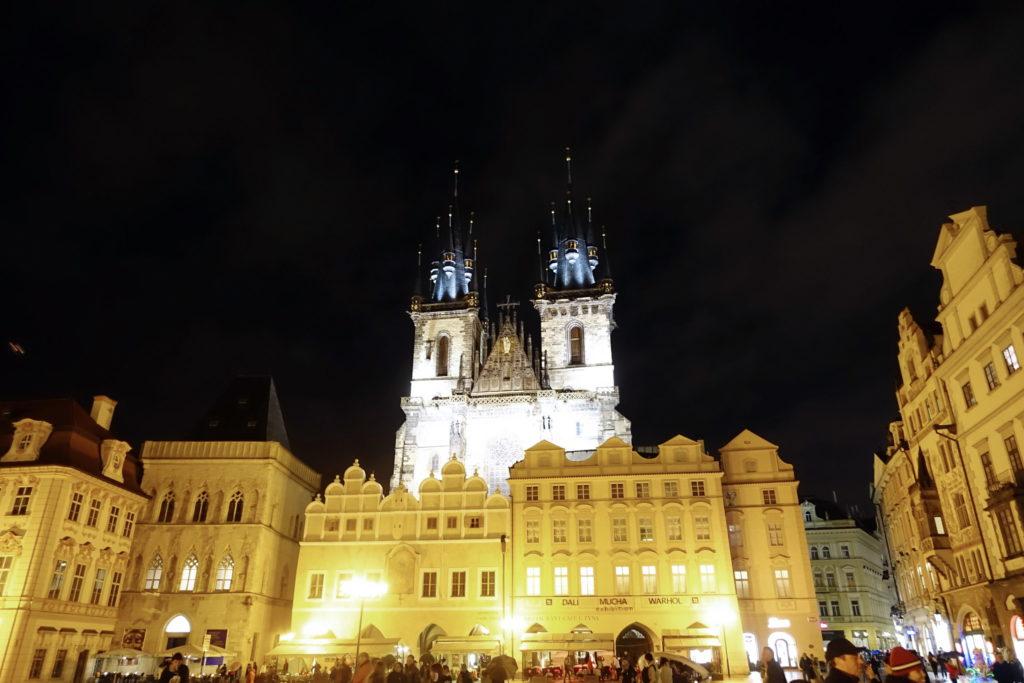Kostel Matky Boží před Týnem at night.