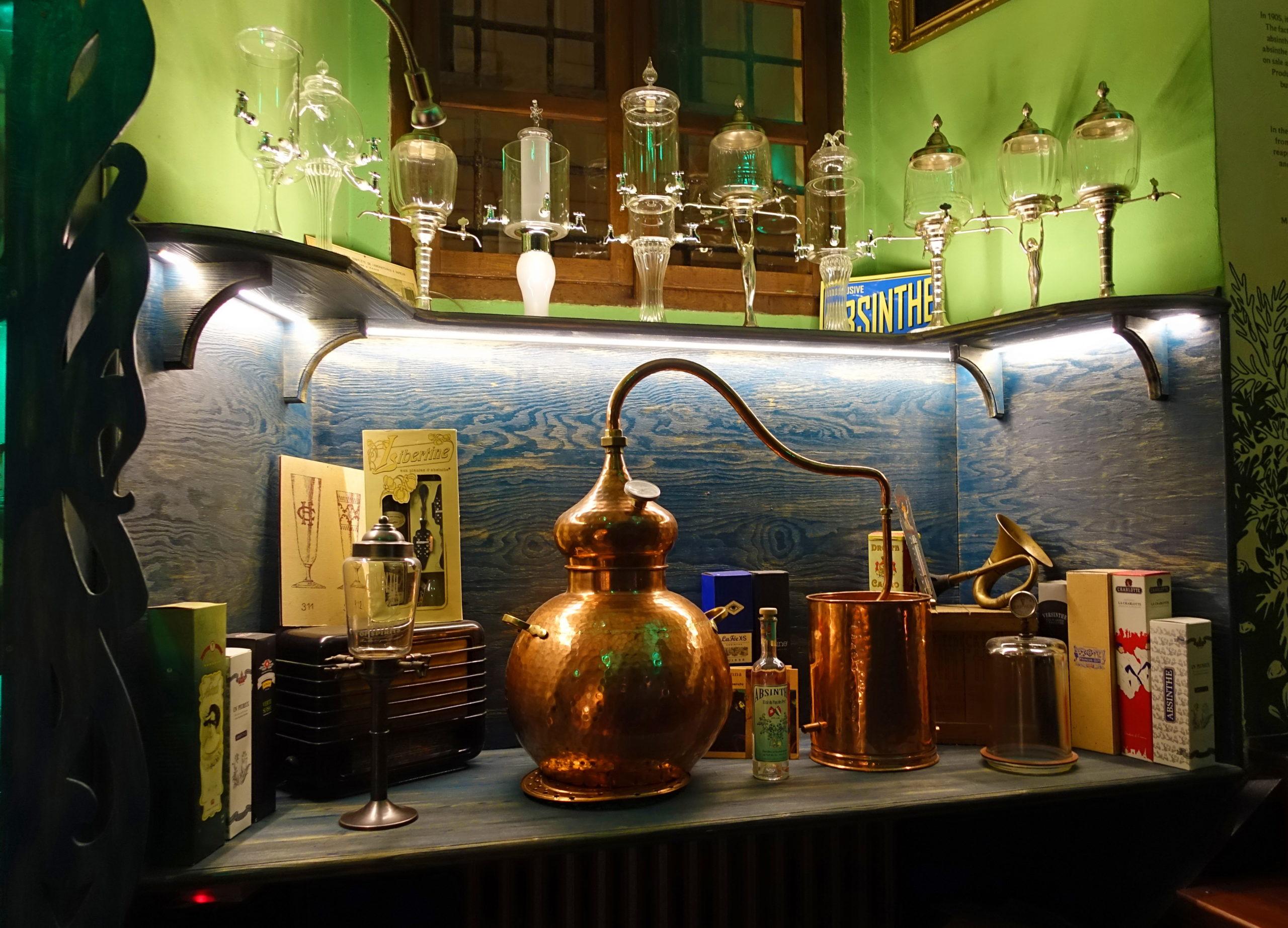 An absinthe still made of copper.