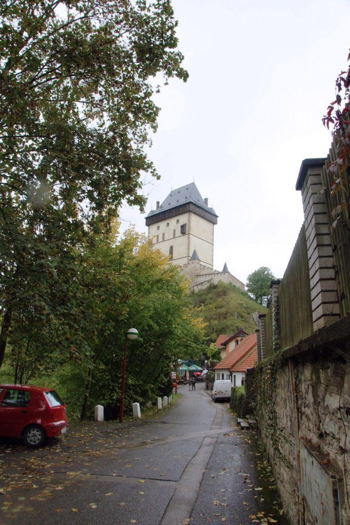 The bustling town of Karlštejn.